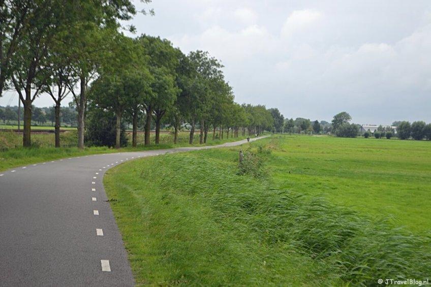 De A.P. Hilhorstweg tussen Baarn en Amersfoort tijdens de 8e etappe van het Westerborkpad