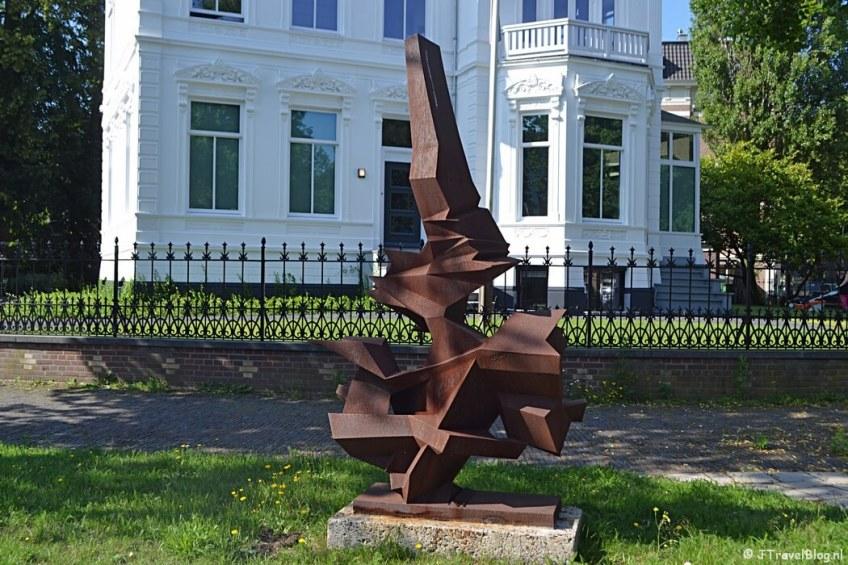Het kunstwerk Groei van Remco van der Gugten tijdens mijn wandeling langs de Beeldengalerij in Haarlem