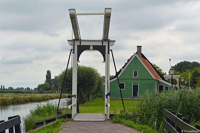 Een van de vele bruggen op de Zaanse Schans