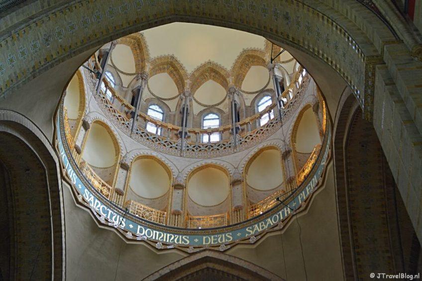 De binnenkant van de koepel in de Koepelkathedraal in Haarlem