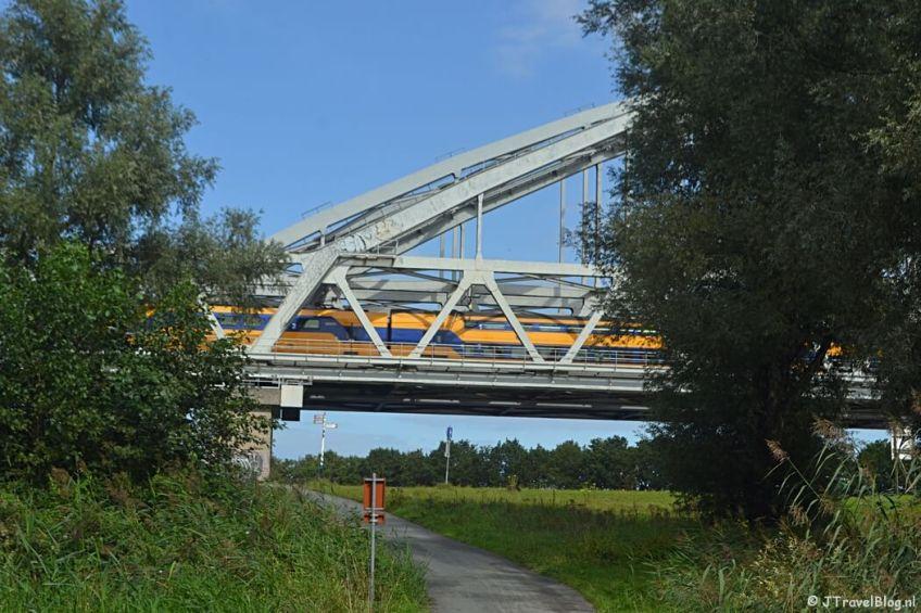 De Muiderspoorbrug over het Amsterdam-Rijnkanaal tijdens de 2e etappe van het Westerborkpad