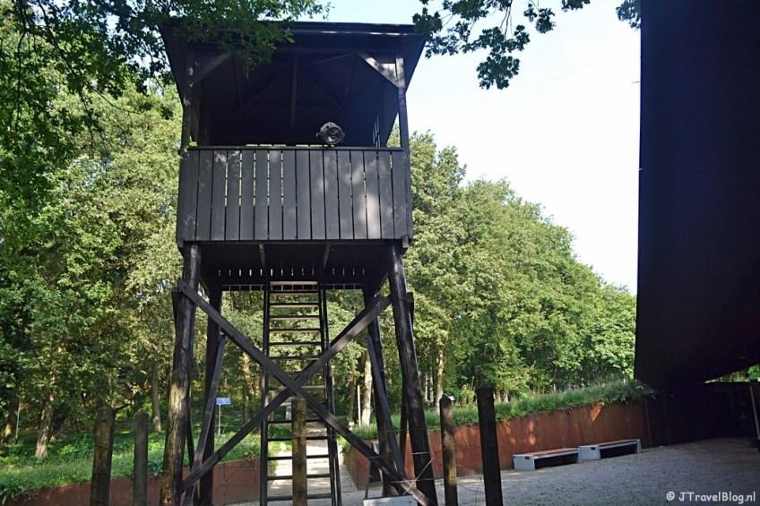 Een wachttoren van Kamp Amersfoort tijdens de 9e etappe van het Westerborkpad