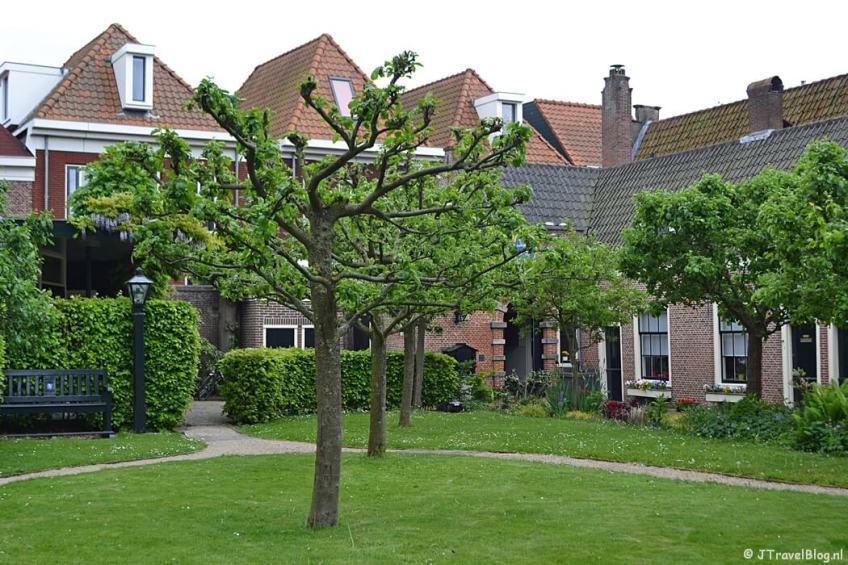 Frans Loenenhofje aan de Witte Herenstraat in Haarlem