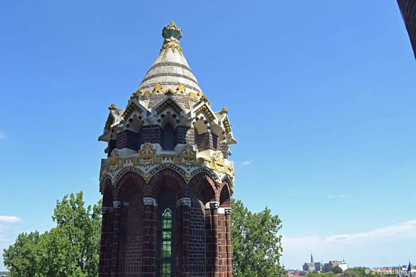De gekleurde toren vanaf de dwerggalerij van de Koepelkathedraal in Haarlem tijdens 'De Wezens van de Kathedraal'