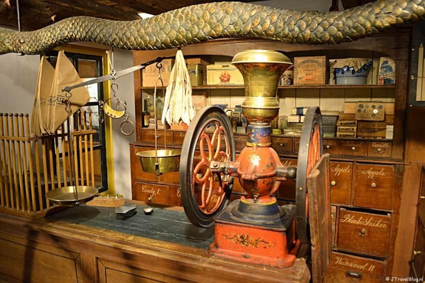 De kruidenierswinkel in het Noordelijk Scheepvaartmuseum in Groningen.