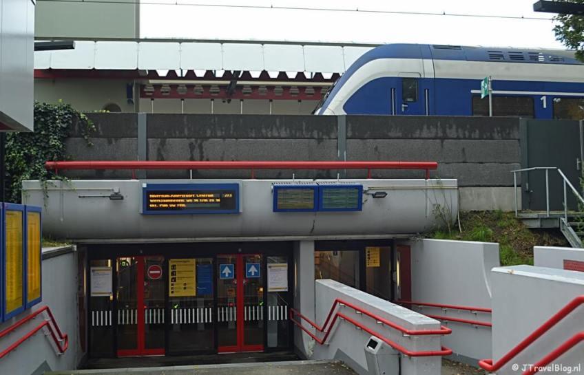 Het station van Weesp tijdens de 3e etappe van het Westerborkpad