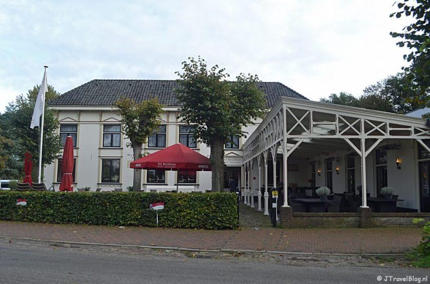 Hotel-Restaurant Het Rechthuis in Muiderberg tijdens de 3e etappe van het Westerborkpad