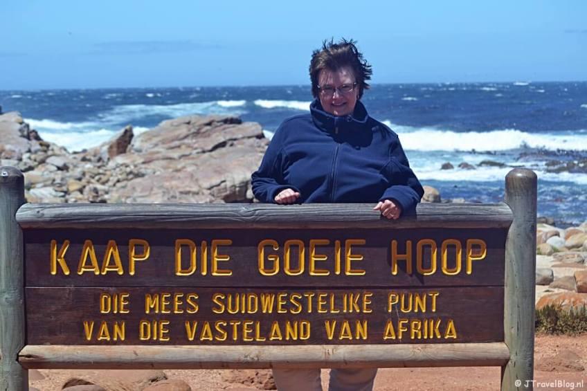 Ik bij het bord van Kaap de Goede Hoop op het Kaapse Schiereiland