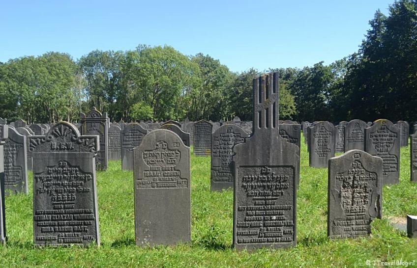 De Joodse begraafplaats in Diemen tijdens de 1e etappe van het Westerborkpad