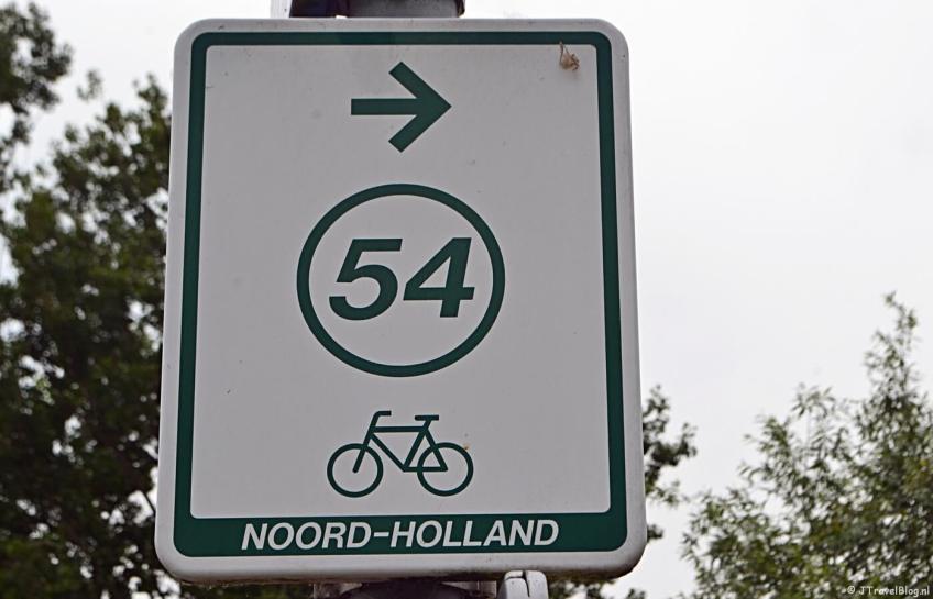 Het bordje richting knooppunt 54 tijdens mijn fietstocht langs fietsknooppunten rond Hoofddorp