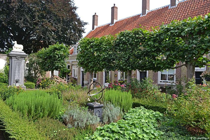 Het Hofje van Eva van Hoogeveen in Leiden