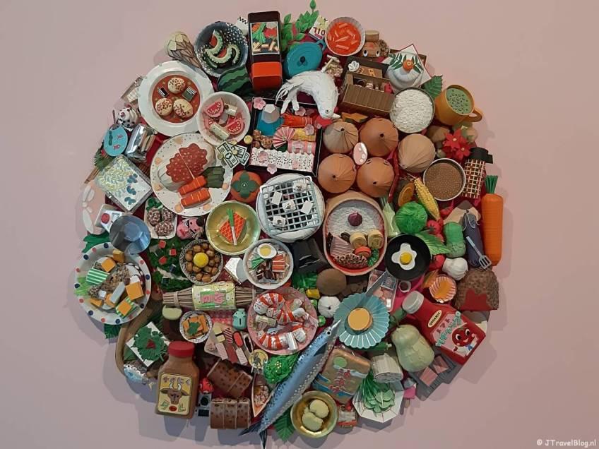 Kunstwerk 'Bon Appétit!' van Makiko Azakami in het LAM (Lisser Art Museum) in Lisse