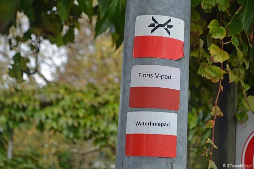 Markeringstekens van het Westerborkpad en andere Lange afstandswandelingen tijdens de 3e etappe van het Westerborkpad