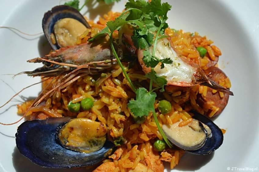 Paella in het Two Oceans Restaurant op het Kaapse Schiereiland in Zuid-Afrika