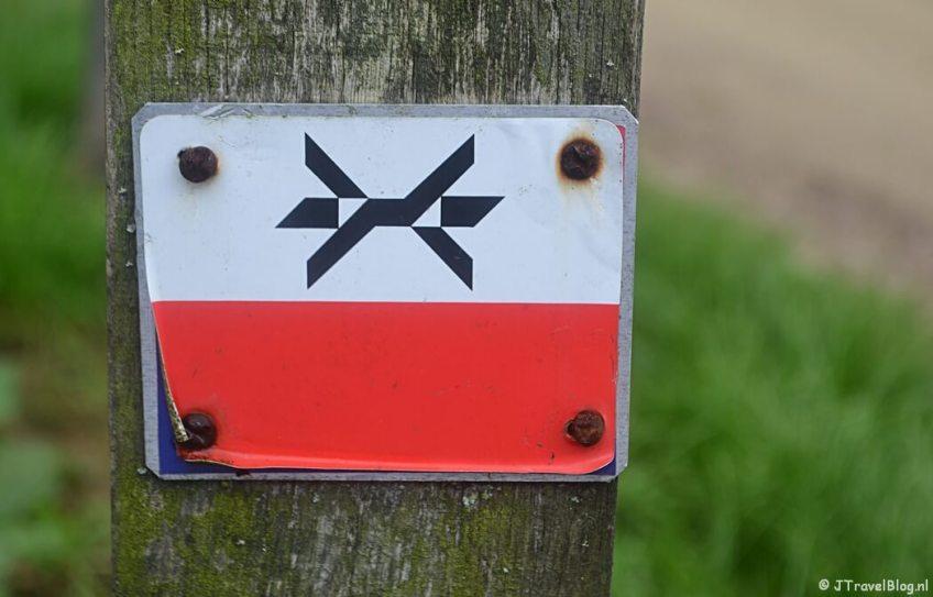 Fotoblog met rode foto's: Markeringsteken van het Westerborkpad
