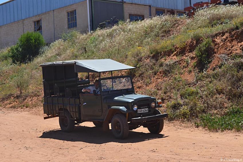 De eigenaar van Elandsberg Eco Reserve in zijn jeep
