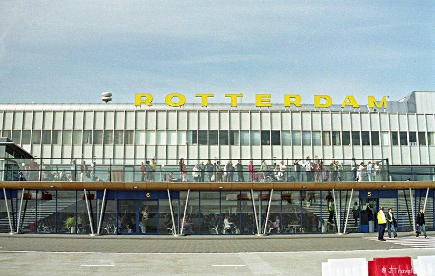 Rotterdam Airport in 2004 voor vertrek naar Kopenhagen