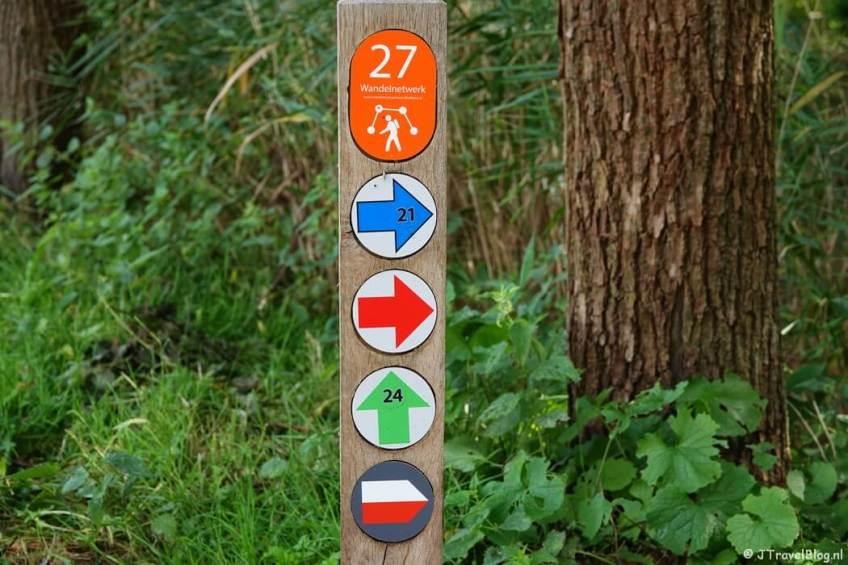 Routepaaltje tijdens mijn wandeling van het Fortenpad van Wandelnetwerk Amstelland/Noord-Holland