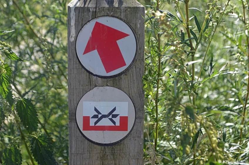 Routepaaltje in Diemen tijdens de 1e etappe van het Westerborkpad