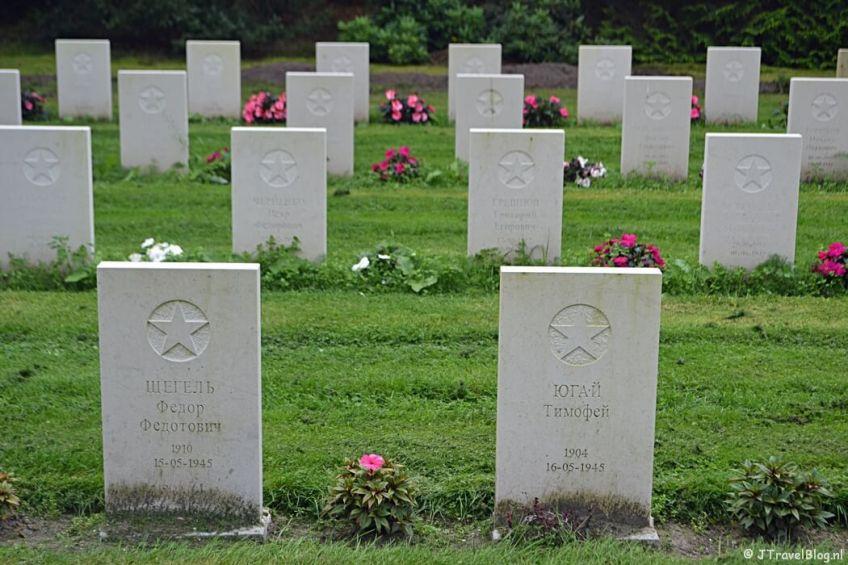 Het Russisch ereveld op begraafplaats Rusthof tijdens de 9e etappe van het Westerborkpad