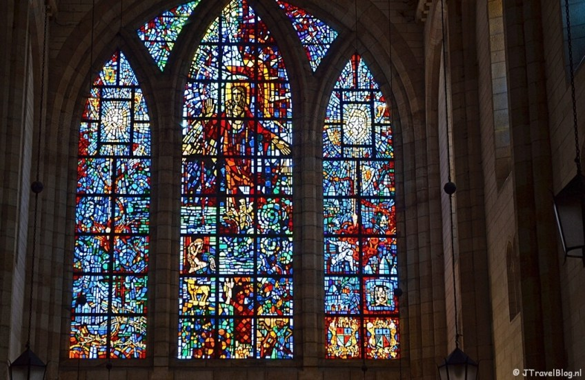 Glas-in-loodramen in de St. George Cathedral in Kaapstad