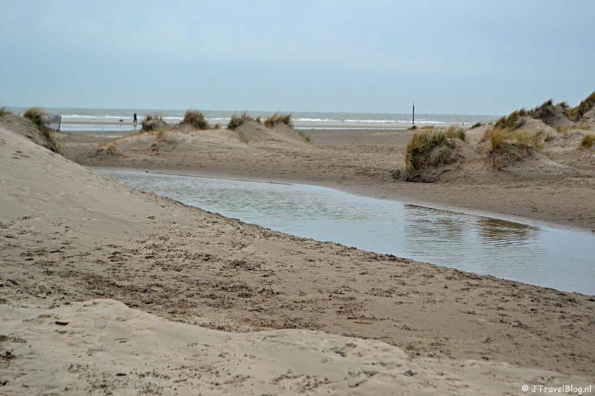 Een strandopgang tijdens mijn wandeling in IJmuiden