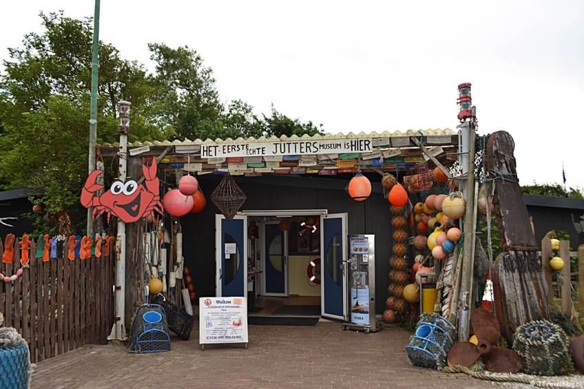 Het entreegebouw van het Schipbreuk- en Juttersmuseum Flora in De Koog