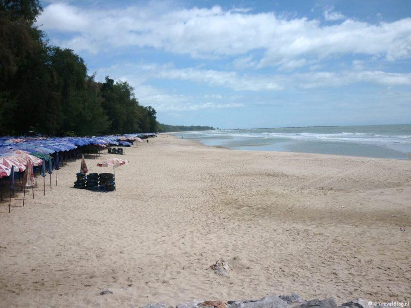 Het strand van Cha-Am