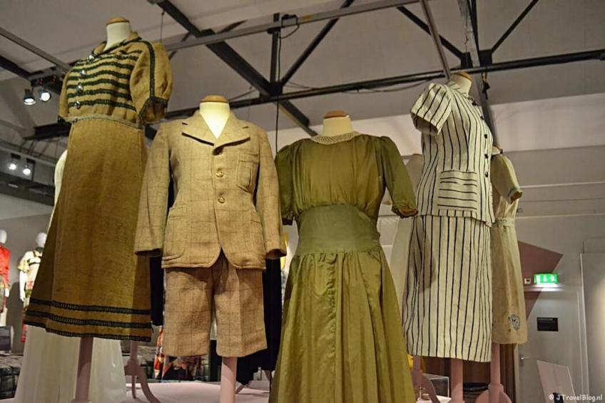 De tijdelijke tentoonstelling 'Mode op de bon' in het Verzetsmuseum in Amsterdam