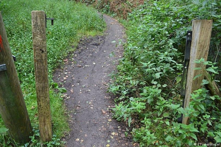 De toegang tot het terrein van Kamp Amersfoort tijdens de 9e etappe van het Westerborkpad