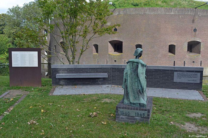 Het oorlogsmonument voor Fort Ossenmarkt in Weesp