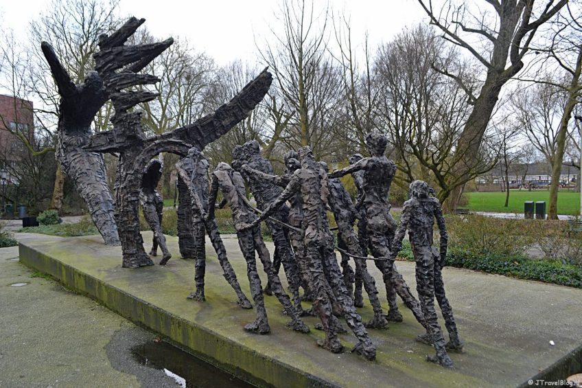 Het Slavernijmonument in het Oosterpark in Amsterdam