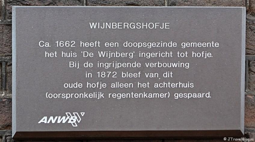Wijnbergshofje aan de Barrevoetestraat in Haarlem