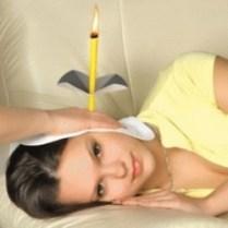 Fungsi ear candle : - Membuat tidur lebih nyenyak ( mencegah insomnia ) - Menyerap kotoran pada telinga - Memperlancar aliran darah di kepala ( mencegah vertigo ) - Menenangkan pikiran ( karena mengandung aroma therapy ) - Membersihkan telinga - Menurunkan tingkat stress dan untuk relaksasi ^_^ Cara Pemakaian : Sediakan gelas/wadah berisi air, korek api, cermin bila di lakukan sendiri Bakar sisi lubang besar ear candle Berbaring menghadap ke samping Apabila dilakukan sendiri, gunakan cermin untuk melihat batas api yang terbakar Jika api sudah terbakar hingga mencapai batas, segera celupkan ke wadah yang berisi air Buka lilitan ear candle, lihat kotoran yang terserap Ulangi di telinga yang satu lagi