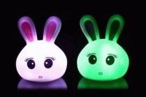 JUAL LAMPU HEWEI SPONGEBOB SHINCHAN DORAEMON HELLOKITY DONALD SHIO HEWAN DOLPHIN GROSIR TERMURAH Lampu tidur lucu dan unik berbentuk karakter populer dan binatang yang lucu, bisa berubah 7 warna secara otomatis dengan warna dasar lampu adalah putih. Menggunakan Batery Kancing LR44 - 3 pcs, bisa diganti bila sudah habis, sangat efesiaen dan mudah didapatkan. Tinggi : +/- 8 cm Motif : - HELLO KITY - DORAEMON - SPONGEBOB - DOLPHIN - DONALD BEBEK - NAGA - ULAR - KUDA - AYAM - ANJING - KERBAU ecer : 16.000 grosir 3pcs : 13.000