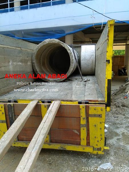 bongkar muat buis beton