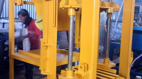 0813.5495.4655(Tsel)Jual mesin paving block di Banjarmasin