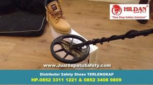Sepatu Safety Shoes VS Metal Detector Pendeteksi Logam