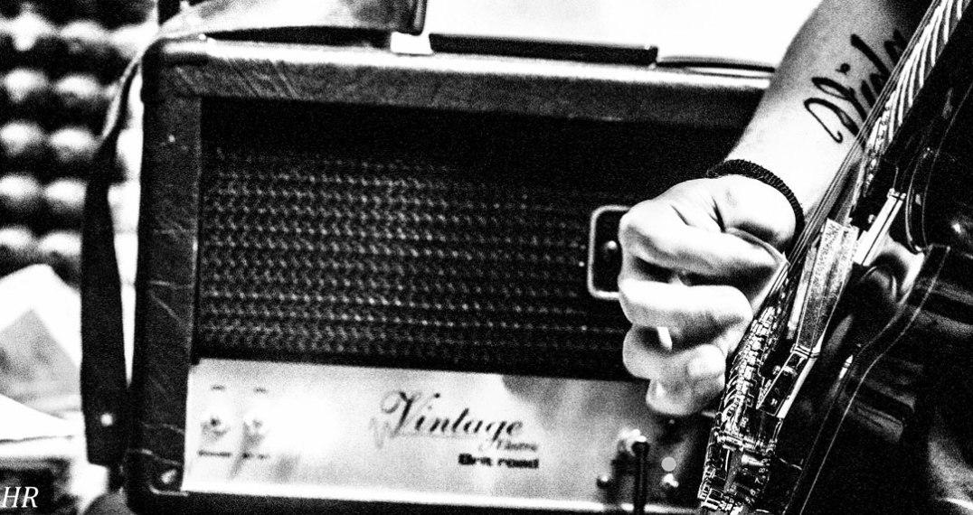 Juan Carrizo [blog] cuidar las manos - Criminal mambo guitarra