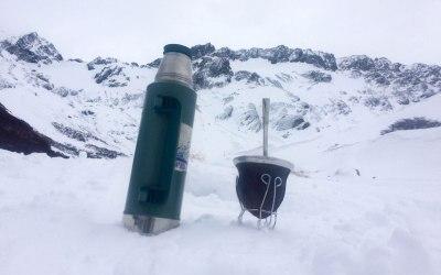 Arriba, en la montaña, el Glaciar Martial (Ushuaia)