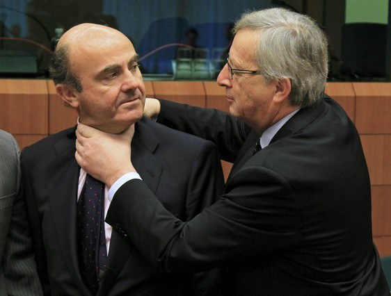 Spain's Economy Minister de Guindos is greeted by Luxembourg's Prime Minister and Eurogroup chairman Juncker at a Eurogroup meeting in Brussels