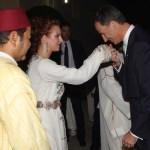Lalla Salma, que no es Reina sino Princesa, es saludada por El Rey D. Felipe