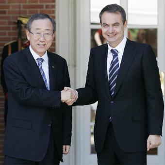 """El Presidente Zapatero """"cede la derecha"""" a Ban Ki Moon"""