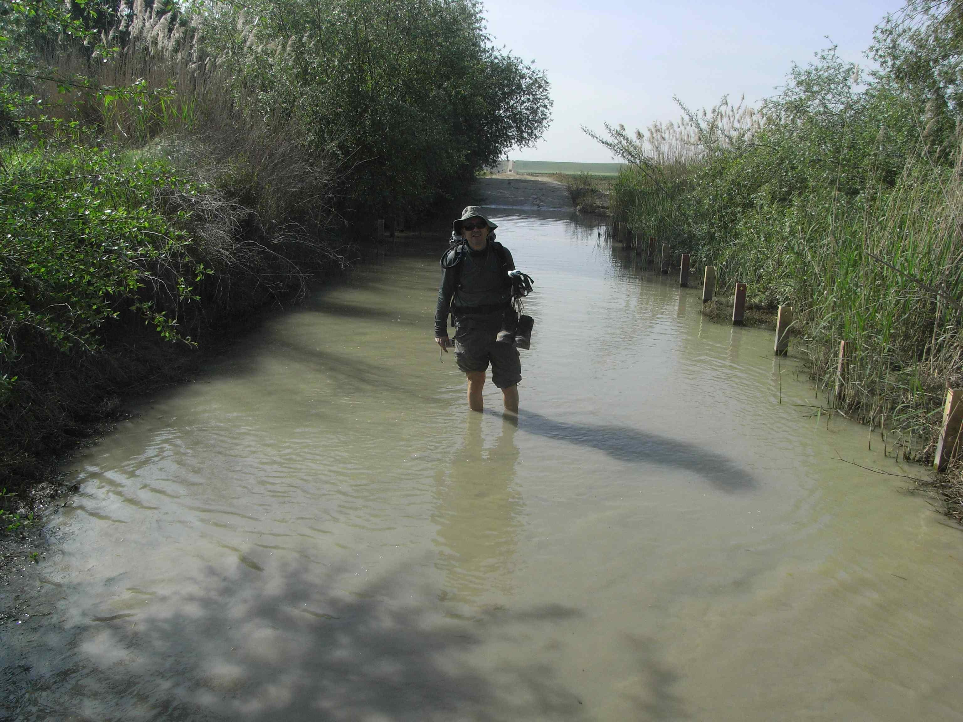 Cruzando el arroyo de los molinos sin botas