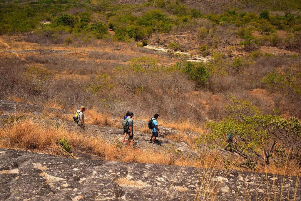 Los lugareños comentan que esto una vez fue el cráter de un volcán y por eso la naturaleza rocosa de este sitio