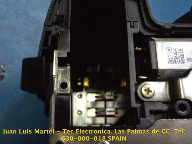 Contactos de la pila de una cámara fotográfica Nikon