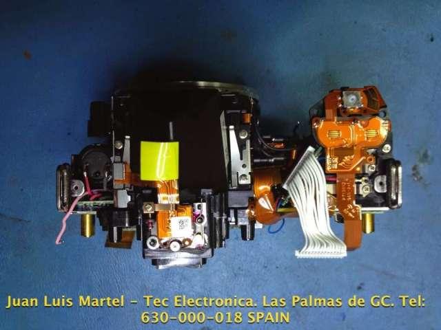Parte superior desmontada de una cámara fotográfica Nikon modelo D 60