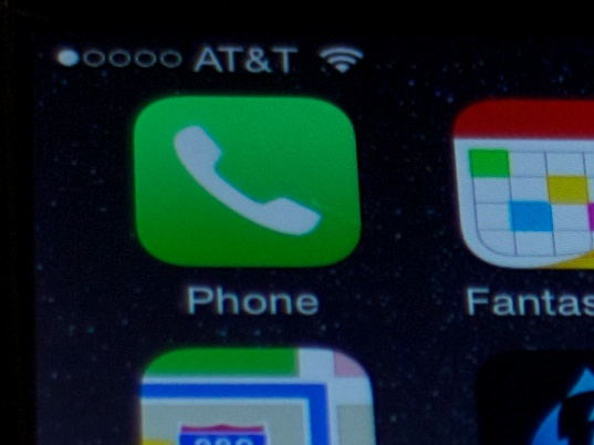 iPhone 6 Dead Pixel near the Phone app on the home screen