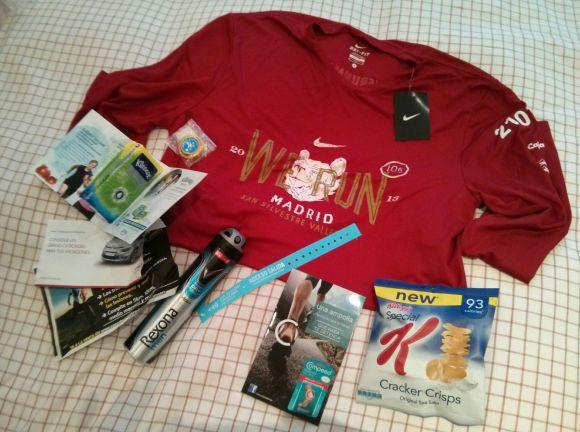 Contenido de la bolsa, véase el paquete de Kleenex especial para Santi
