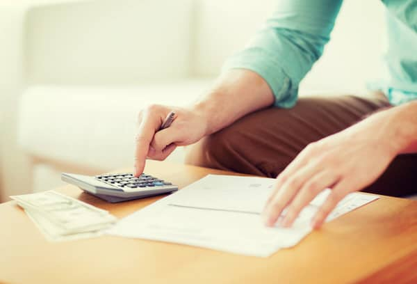 apps to help you budget at midlife+woman-with-calculator